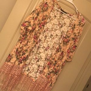 Cute floral kimono/cardigan. Only worn ONCE.